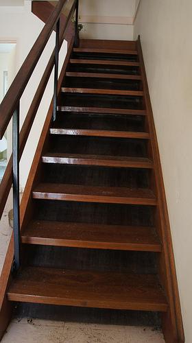 Einfache Holztreppe